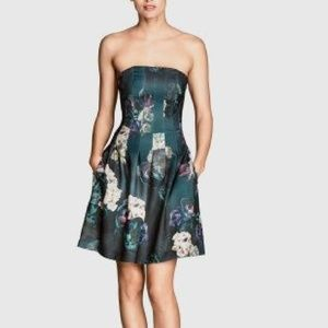 Beautiful floral strapless dress... with POCKETS